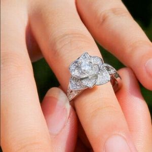 SS Flower ring Size 8